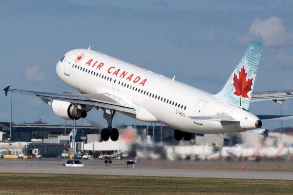 Ошибка пилота: В США лайнер чуть не сел на другие самолеты