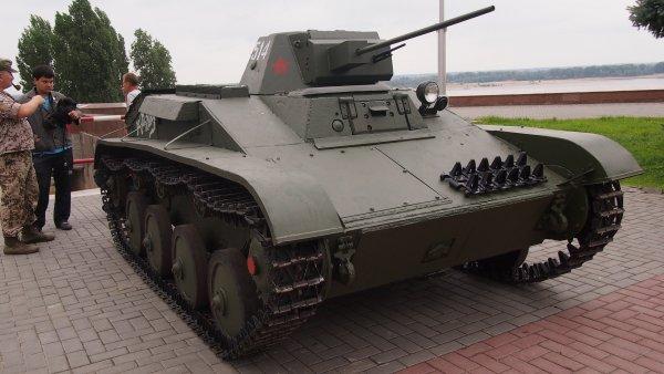 СКР открыл уголовное дело после наезда танка на человека на фестивале в Петербурге