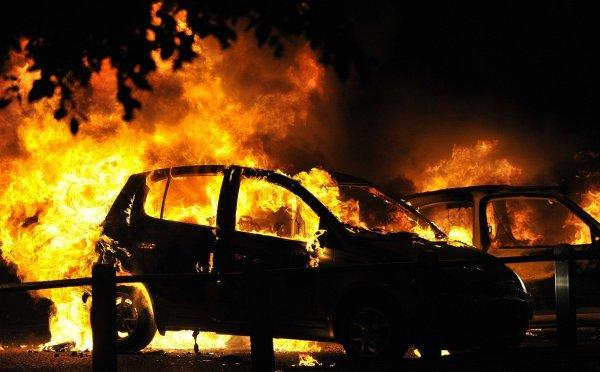В Киеве на штрафплощадке масштабный пожар уничтожил более 50 машин