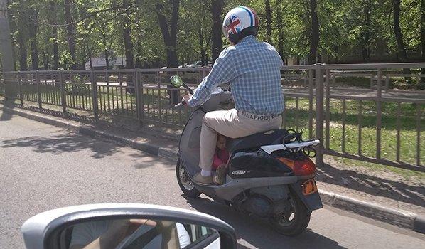 Жители Воронежа шокированы от поступка «отца года» на скутере