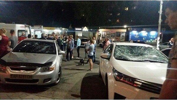 В Мелитополе обнаженный мужчина разбил два авто