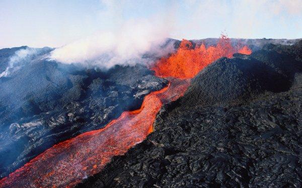 Извергающийся на Гавайях вулкан Килауэа уничтожил десятки домов