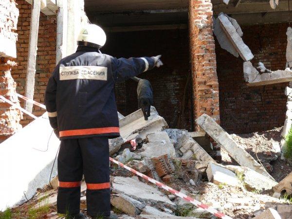 Обрушение стены в общежитии Саратова: Жителей пускают забрать вещи