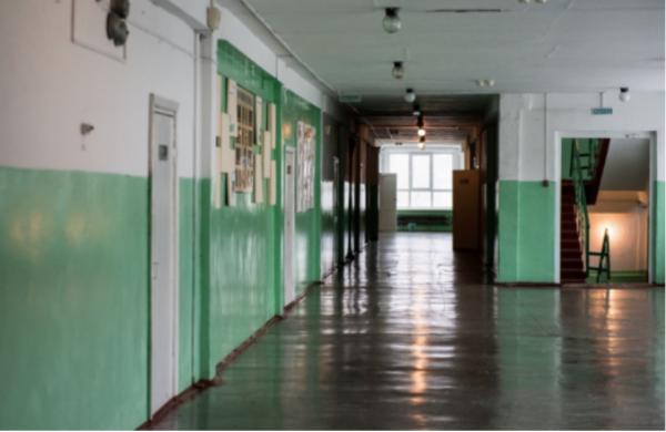 В украинской школе на линейке потеряли сознание 20 детей
