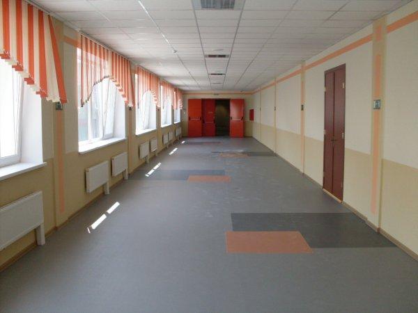 В школе Новомосковска стало плохо 19 учащимся на линейке