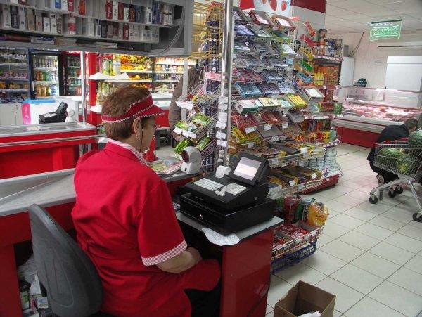 Гипнотизер заколдовал кассиров в магазине Екатеринбурга и вынес 25 000 рублей