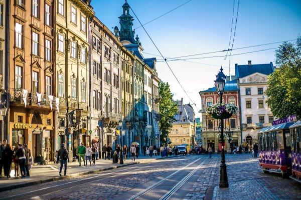 В результате взрыва в кафе Львова пострадала девушка