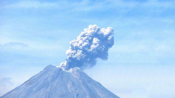 Население острова Ява эвакуируют из-за извержения вулкана