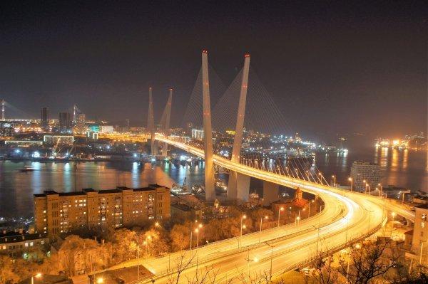 Кульбит-шоу: На Золотом мосту во Владивостоке перевернулся джип