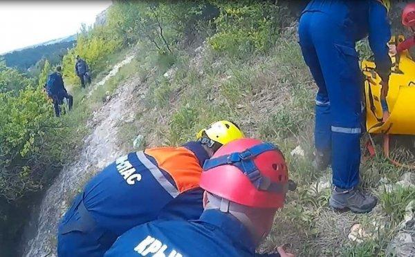 В Крыму с 9-метровой скалы сорвался ребенок