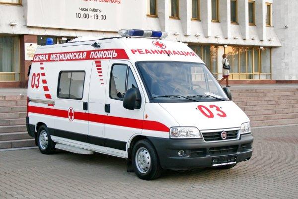 Упавший с крыши лист железа травмировал ребенка в Свердловской области