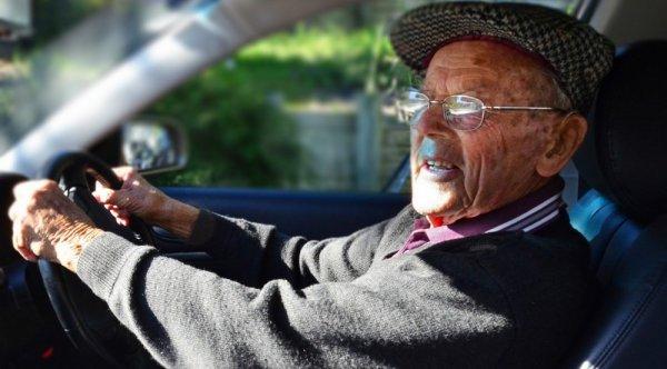В Риге столетний водитель устроил ДТП и попытался скрыться