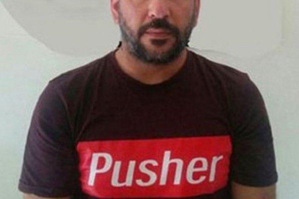 В Италии торговец наркотиками расхаживал в футболке «наркодилер»
