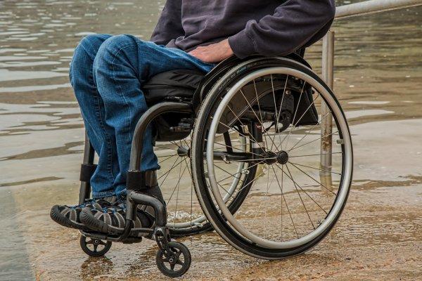 В Кургане из-за гипса на ногах подростка-инвалида не пустили в самолёт