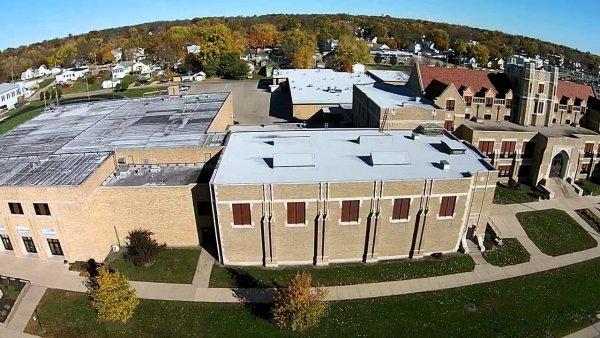 Бывший воспитанник открыл стрельбу в школе штата Иллинойс