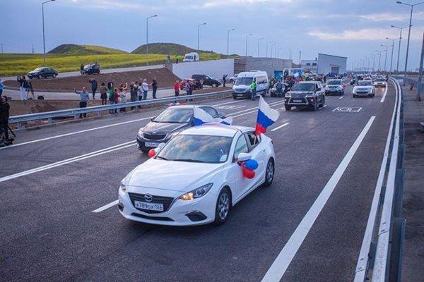 Инспекторы ГИБДД зафиксировали первые нарушения ПДД на Крымском мосту