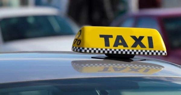 В Москве пассажиры побили таксиста и уехали на его авто