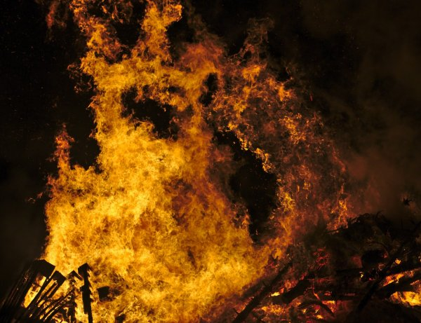 Под Брянском мстительный бомж сжег дом знакомой за упреки в пьянстве
