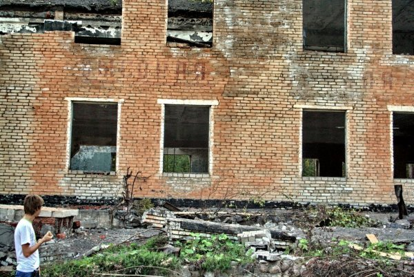Сторож жестоко избил школьника в Омской области