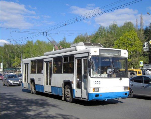 В Армавире водитель троллейбуса вышвырнул пьяную пассажирку на улицу