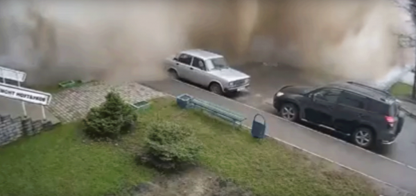 Коммунальная авария в Барнауле: Подросток пострадал из-за прорыва трубы