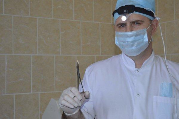 В Тюмени девушке удалили выросший в носу зуб