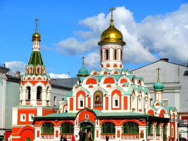 В Москве реставратор сорвался с крыши храма и остался жив