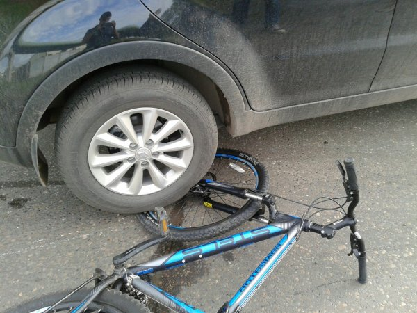 Нетрезвый водитель протаранил группу велосипедистов в Ивановской области