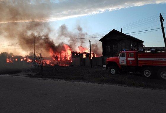 В Вольском районе возник большой пожар из-за детских игр