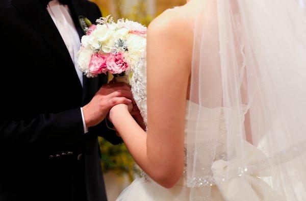 Не оплатившие свадьбу в ресторане цыгане объявлены в розыск в Испании