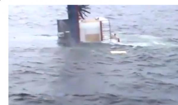 Пассажирский корабль-гостиница пошел ко дну у валлийского берега