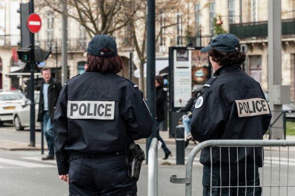 Полиция помешала радикалам завладеть банком в Париже
