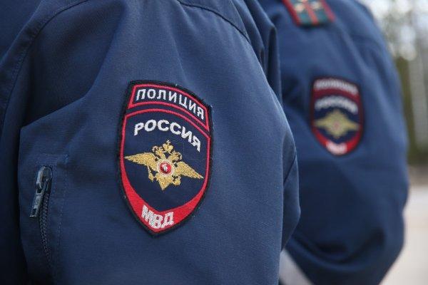 В Санкт-Петербурге на камеру попала массовая драка пьяных мужчин