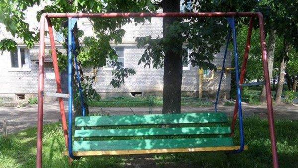 Вопрос безопасности закрыт: В Великих Луках заварили качели после гибели ребенка