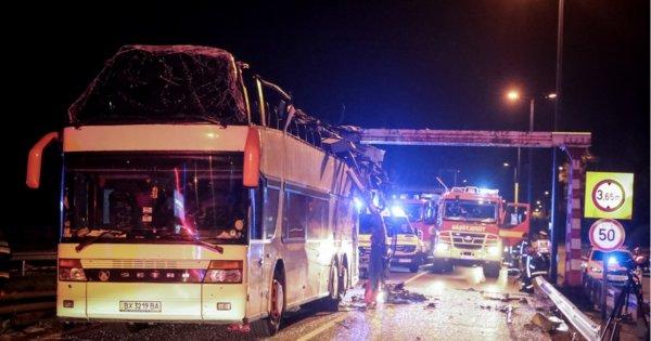В Венгрии автобусу с украинскими туристами срезало второй этаж