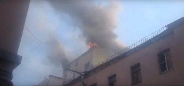 В Сеть выложили видео пожара универмага «Пассаж» в Петербурге
