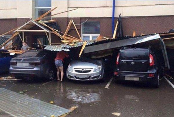 Разрушительная стихия: В Казани ураганный ветер снес крыши