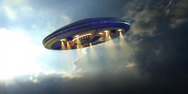 Над горами Италии очевидец снял на видео НЛО с «пламенем»