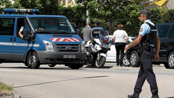 Полиция Франции взорвала фургон с надписью «Аллах акбар»