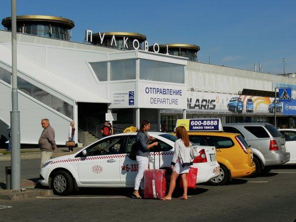 Во Владивостоке таксист-хам устроил настоящий спектакль