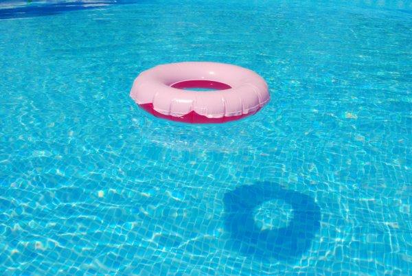 СМИ: На Кипре маленький россиянин едва не утонул в бассейне