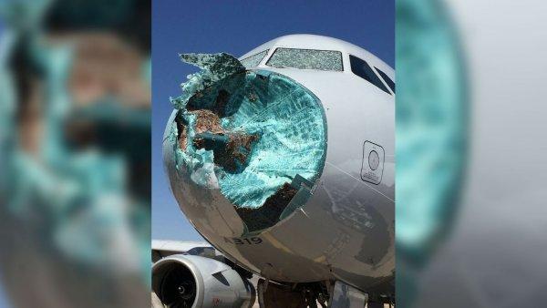 Люди летали в салоне самолета, попавшего в мощный шторм