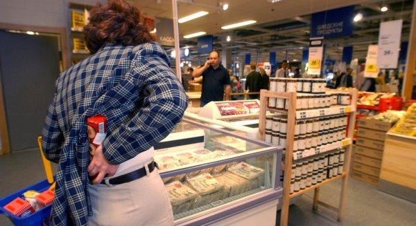 В Екатеринбурге полицейского чуть не убила пакетом с пельменями воровка