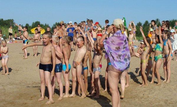 В детском лагере на Урале количество отравились 64 человека