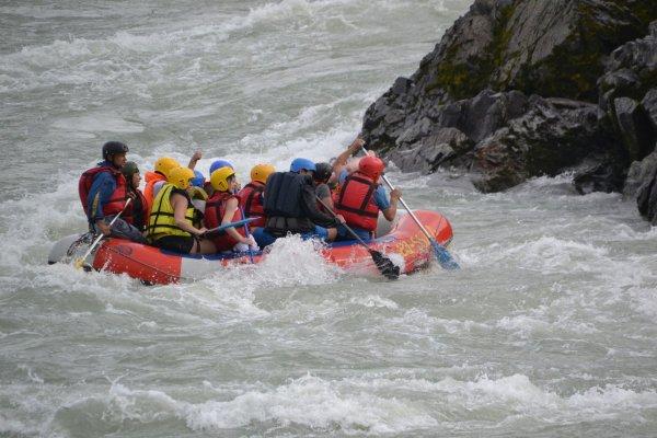 В Казахстане в горной реке утонул русский турист