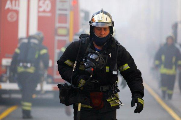 В Твери эвакуировали более 300 человек из загоревшегося ТЦ