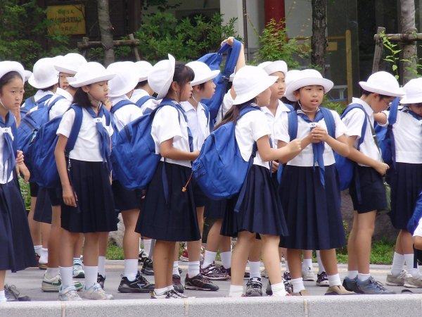 В Японии из-за «запаха маникюра» в школе госпитализировали семь детей
