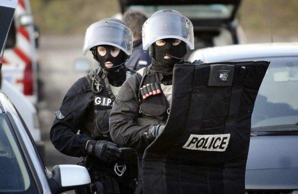 В Париже террорист взял в плен заложников