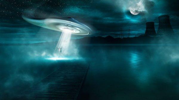 Парил и исчез под водой: летчик столкнулся с НЛО-амфибией