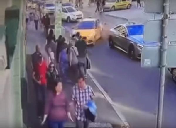 Полиция возбудила уголовное дело после ДТП с пьяным таксистом в Москве
